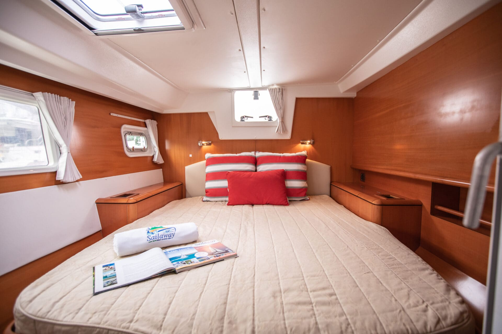 Sailaway Iv Aft Stb Cabin